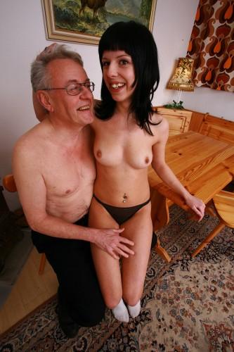 """""""Opa fick mich!"""" fordert das junge Ding vom perversen Opa Helmut."""